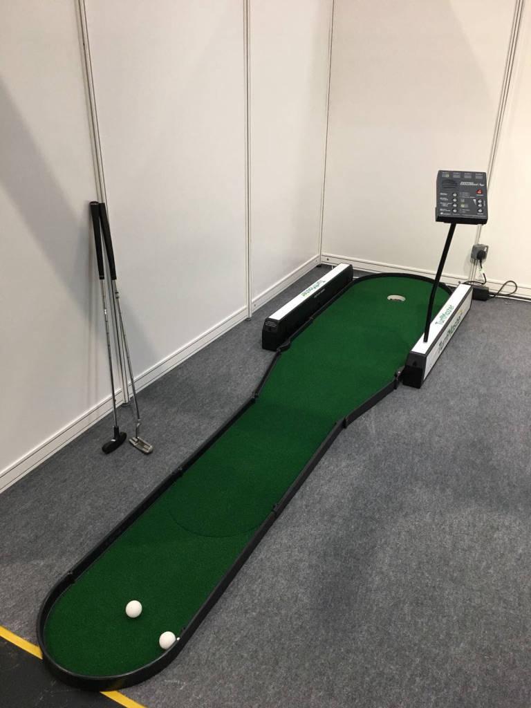 putting challenge golf game hire